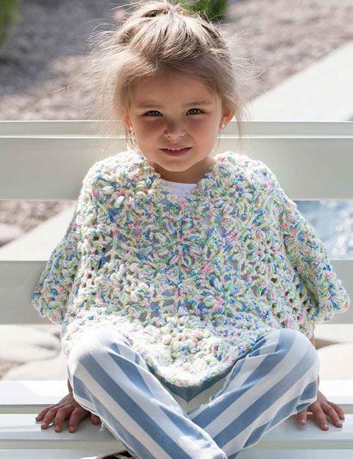 poncho niña con flores a crochet